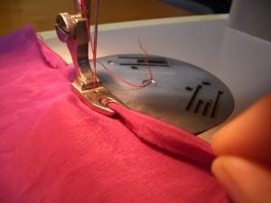 macchina che cuce con piedino orlatore
