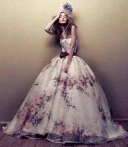 abito fashion con stampa a fiori