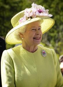 regina Elisabetta con cappello