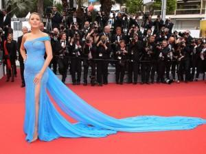 Look a Cannes Blake Lively con un abito VERSACE