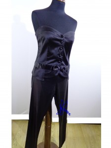 pantalone attillato e corpino