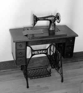 macchina da cucire a pedale con mobiletto