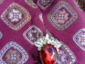 Tessuto in seta per collo e polsini
