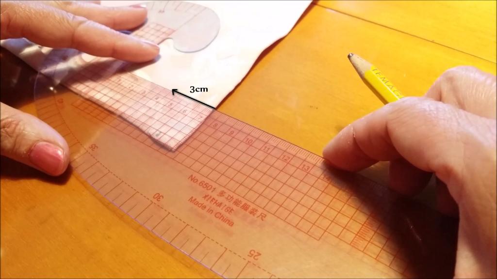 Crea e segna un quadrato per fare l'angolo a cappuccio