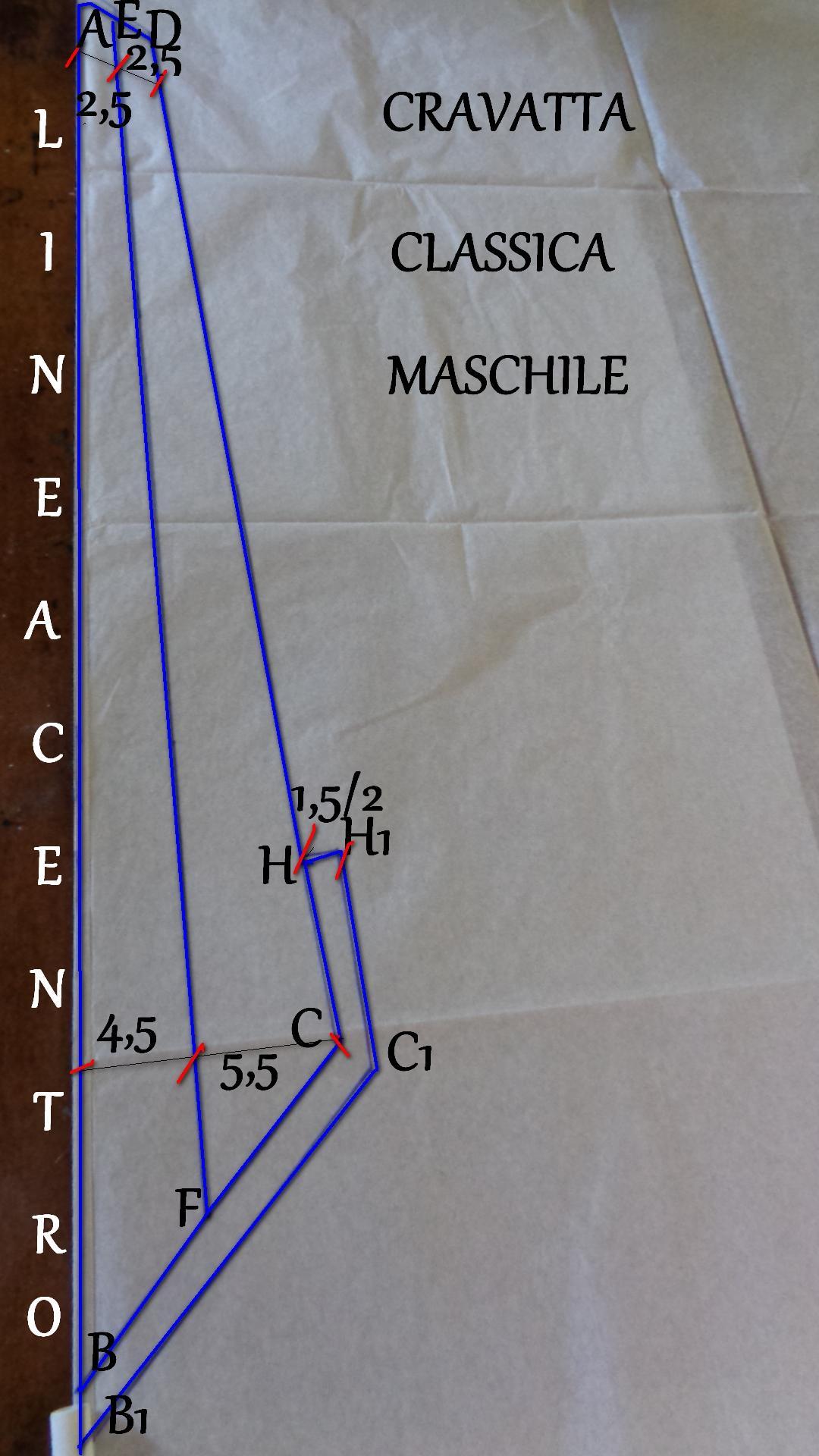 Schema cartamodello a metà della cravatta classica 1°pezzo